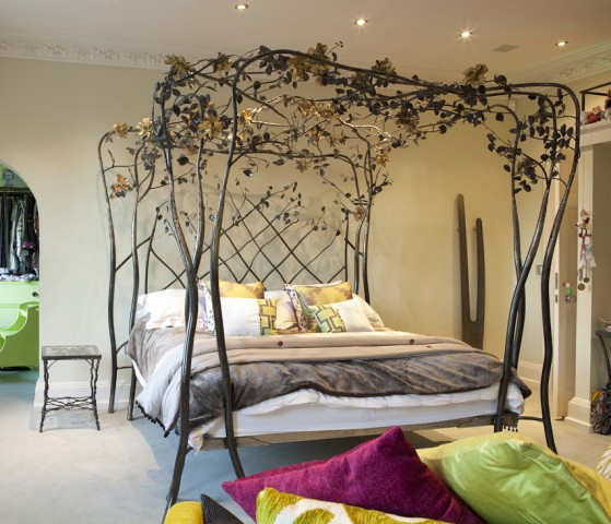 Roses and Ivy Four Poster Bed with gold roses